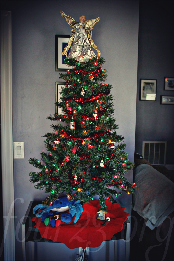 28 best christmas trees for small apartments 25 best ideas about mini christmas tree on - Christmas decorations small apartments ...